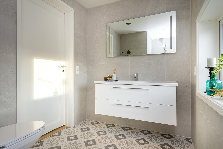 Nytt baderom med nye og fliser